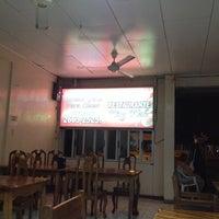 Photo taken at Restaurante King Wah by Rolando Z. on 4/30/2014