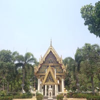 Photo taken at วัดลานนา by Ffangly M. on 4/14/2016