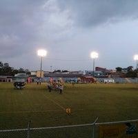 Photo taken at Estadio Municipal de Moravia Pipilo Umaña by Fabian G. on 4/26/2014