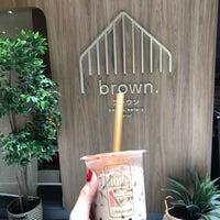 Foto scattata a Brown Café da Beam il 9/8/2018