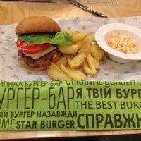 Снимок сделан в Star Burger пользователем Mila 🌈 S. 4/25/2015