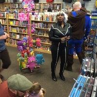 5/3/2014 tarihinde Juan Pablo R.ziyaretçi tarafından Bedrock City Comic Co.'de çekilen fotoğraf