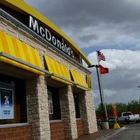 Photo prise au McDonald's par Lydia J. le6/21/2014