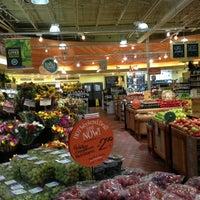 Foto tirada no(a) Whole Foods Market por Miguel V. em 10/8/2012