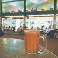 Photo taken at Restoran Nasi Kandar Salam by Chew Ha'o N. on 12/28/2016