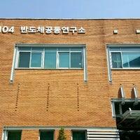 Photo taken at 서울대학교 반도체공동연구소 by pchama [⊙_⊙] on 4/29/2016