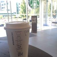Foto tirada no(a) Starbucks por Patty D. em 3/6/2014