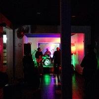 Das Foto wurde bei Opium Bar & Club von Marcelo Andrés L. am 9/14/2014 aufgenommen