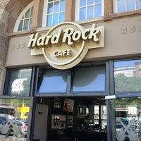 Das Foto wurde bei Hard Rock Cafe von Martin O. am 6/3/2013 aufgenommen