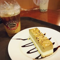 Photo taken at Highlands Coffee by に on 11/6/2016