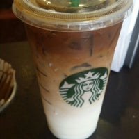 Photo taken at Starbucks by Jaime Bravo C. on 6/6/2016