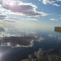 Снимок сделан в Набережная залива Параниха пользователем Irina K. 6/22/2014