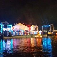 Photo taken at ลอยกระทงสายไหลประทีป1000ดวง by Watcharin W. on 11/6/2014