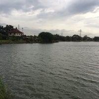 Photo taken at ทะเลสาบ บ้านสินธร by Kamol P. on 7/13/2015