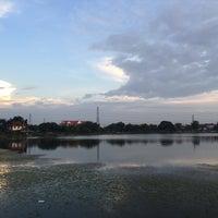 Photo taken at ทะเลสาบ บ้านสินธร by Kamol P. on 11/3/2015