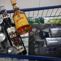 Foto tirada no(a) DLP Vinhos e Destilados por Ana em 1/5/2013
