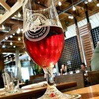 Photo prise au Ballast Point Brewing & Spirits par Kris le12/13/2014