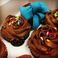 Foto tomada en Alma's Cupcakes por Omar T. el 10/10/2012