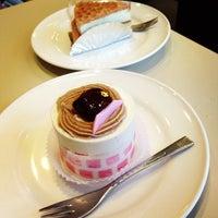 Photo taken at Cafeルノアール ヨドバシAkiba横店 by Keiko on 5/25/2013