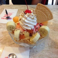 Photo taken at Swensen's by Jinnysujintana on 10/7/2016