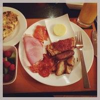 Photo taken at Fyve Restaurant & Lounge by Tea Linwei S. on 1/19/2014