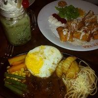 Photo taken at Hau's Tea by Ferry S. on 10/9/2014