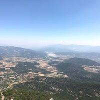 Photo taken at yaylacık dağı yamaç paraşütü pisti by Şükran A. on 8/13/2017