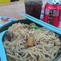 Photo taken at 美心咖啡店 Kedai Makanan Maxim Kopitiam by Pang G. on 8/4/2014