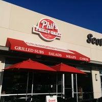 9/9/2014 tarihinde Biniam G.ziyaretçi tarafından Phil's Philly Grill'de çekilen fotoğraf