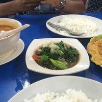 Photo taken at Arfa Batik Seafood Restaurant by Maisyarah Y. on 12/30/2016