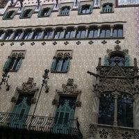 Foto tomada en Casa Amatller por Ilaria el 10/13/2012