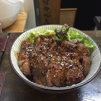 Photo taken at 焼肉丼専門店 桜や by さるとび・ENTO on 2/27/2016