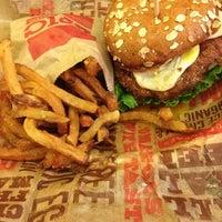 Снимок сделан в Epic Burger пользователем Pedro V. 5/29/2013