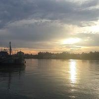 Photo taken at (อัมพวา) Amphawa by Fonkaew O. on 5/17/2014