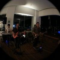 Foto tomada en Fiesta Inn por Jordy Q. el 7/20/2013
