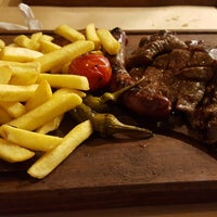 Foto tirada no(a) Besin Kasap & Steakhouse por Sarah S. em 10/9/2017