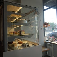 Снимок сделан в STATION cakes&coffee пользователем Lesia A. 8/1/2017