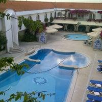 Foto tirada no(a) Hotel Suave Mar por Miguel R. em 10/7/2012