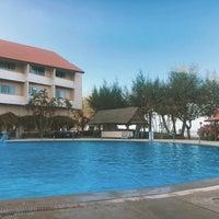 Photo taken at Haadkeaw Resort by Ton Z. on 3/10/2017