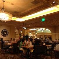 Das Foto wurde bei The Buffet at Bellagio von Jader C. am 4/27/2013 aufgenommen