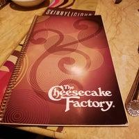 Das Foto wurde bei The Cheesecake Factory von John R. am 9/12/2018 aufgenommen