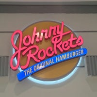 Photo taken at Johnny Rockets by Kleber S. on 6/15/2014