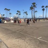 Photo taken at Venice Beach Basketball Courts by Blomme 🙈 on 7/23/2016