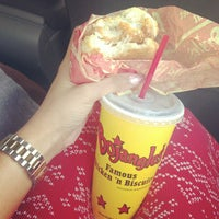 Photo prise au Bojangles' Famous Chicken 'n Biscuits par Irene K. le1/12/2013