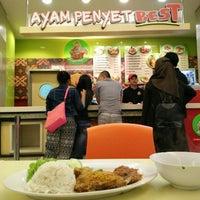 Photo taken at Ayam Penyet AP by Norliza N. on 8/29/2015
