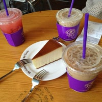 Photo taken at The Coffee Bean & Tea Leaf by Hyejin P. on 4/4/2013