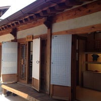 Photo taken at Bukchon Traditional Crafts Center by Hyejin P. on 9/27/2013