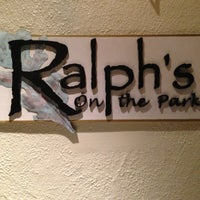 Photo prise au Ralph's On The Park par Taylor le5/4/2013