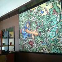 Foto diambil di Rico's Café Zona Dorada oleh Judith P. pada 2/12/2013
