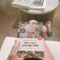 Photo taken at Shinsegae Department Store Food Hall by Gocasso H. on 6/26/2016
